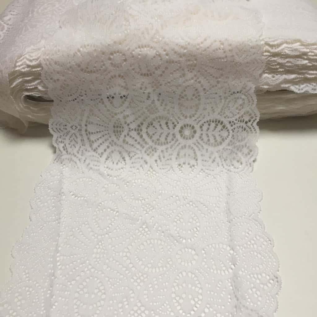 Bílá krajka