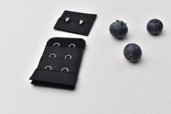 černé zapínání 3,2 cm